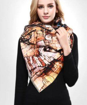 Ručne tkaný šál z kašmíru s motívom mestečka